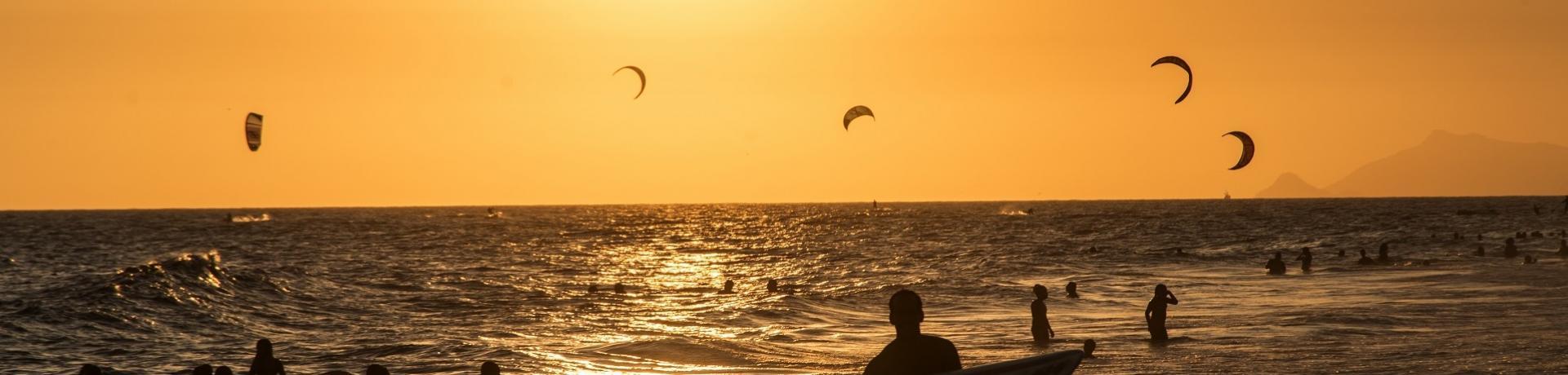 Emotion: Kiter und Kites am Strand