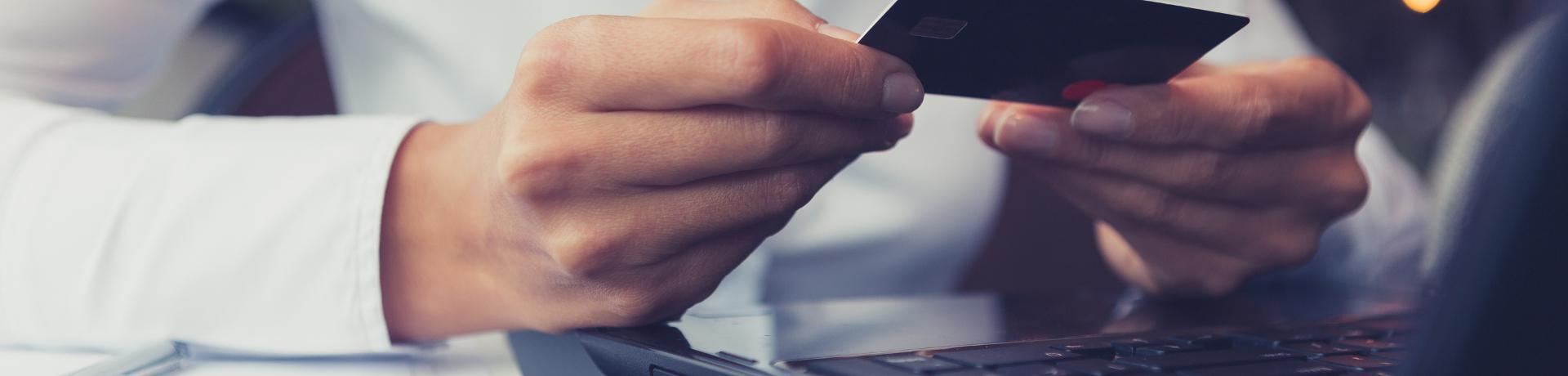 Mietwagen-Ratgeber: Lapptop - Kreditkarte-Bezahlung