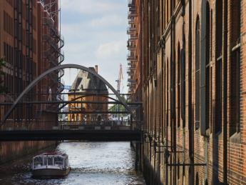 8419+Deutschland+Hamburg+Fleetschlösschen+GI-521771312