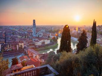 2342+Italien+Verona+Castel_San_Pietro+GI-1146238502