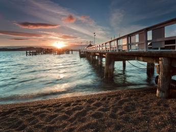 174+Neuseeland+Hafen_von_Russell+TS_160354309