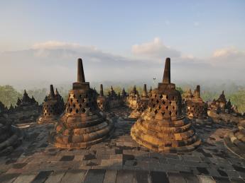 5077+Indonesien+Bali+Stupas_im_Borobudur_Tempel+TS_179711721