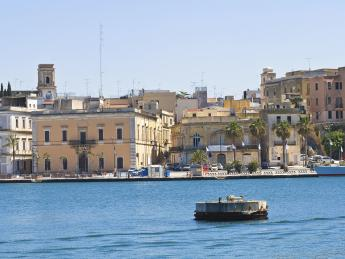 3334+Italien+Apulien+Brindisi+Uferpromenade+TS_187674198