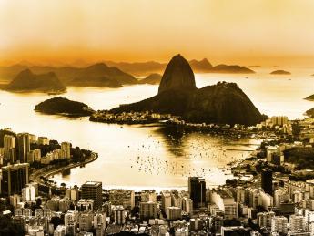 6098+Brasilien+Rio_De_Janeiro+Guanabara-Bucht_am_Abend+TS_166463793